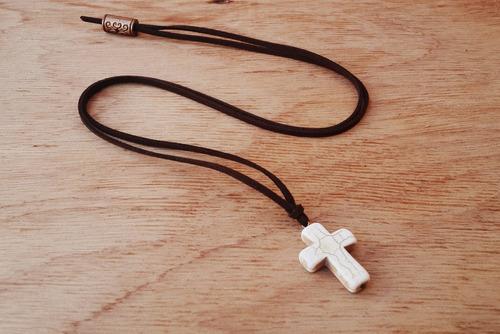 cordão camurça cruz white