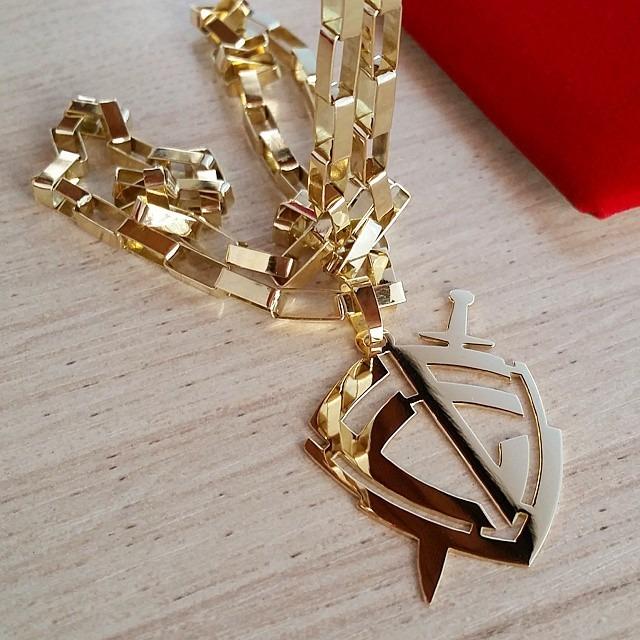 b1803dbc9d6 Cordão Cartier 60cm + Pingente Escudo Da Fé Em Ouro 18k - R  7.800 ...