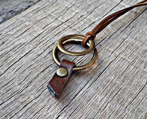 cordão hollys olho grego couro