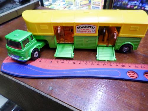 corgi england 1/43 n°1104 camión bedford transporte caballos