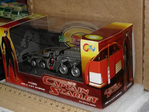 corgi spectrum saloon car de serie de tv capitan escarlata