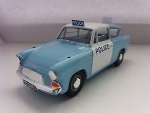 corgi vanguards ford anglia police 1:43