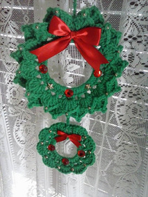 Crochet Santa and Christmas Tree Wreath Tutorial - Home Decor ... | 284x213