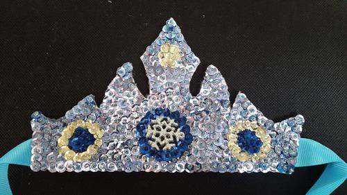 corona princesa hecha a mano lentejuelas (conitaskoronitas)
