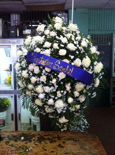 coronas fúnebres rosas blancas