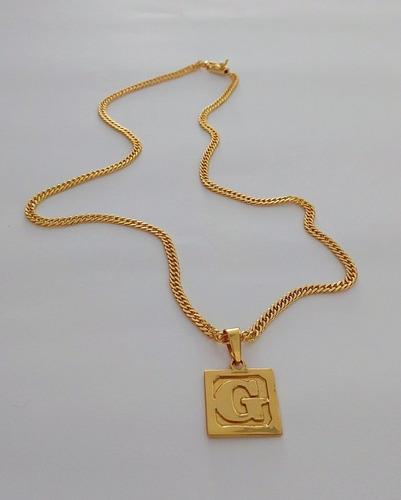 corrente frizinho 3mm + placa letra - banhado a ouro 18k