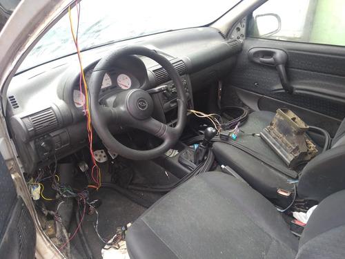 corsa 2000 2 portas sucata para retirada de peças