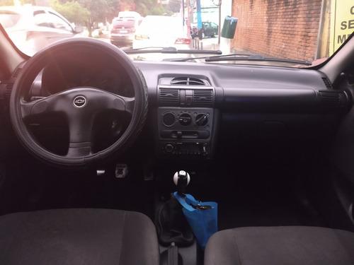 corsa sedan 05/05 life 1.0 + dh + al + ve + te + pneus novos
