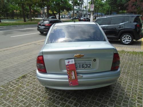 corsa sedan  1.0 com ar condicionado