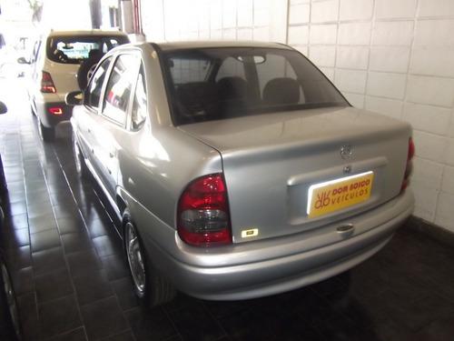 corsa sedan 1.6 automático.