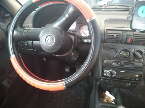 corsa sedan  ano 2001
