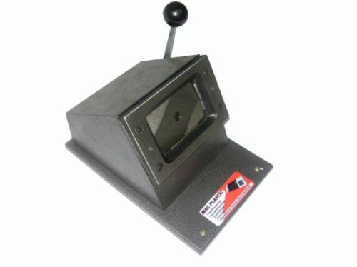 cortador de crachás tamanho  54 x 86 mm