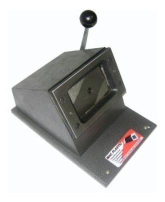 cortador de crachás tamanho  60 x 88 mm
