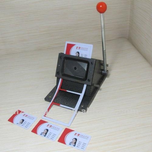 cortador para cartão de pvc crachá 86x54mm - de mesa- manual