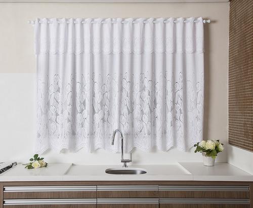 cortina branca com estampa de tulipinhas