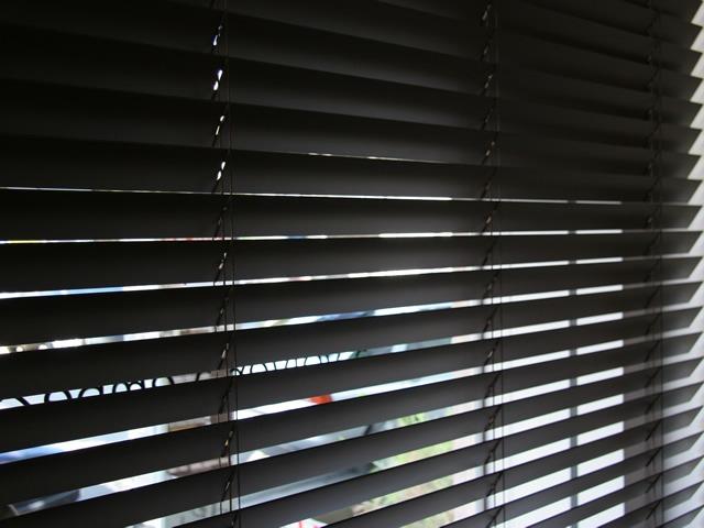 cortina veneciana 2x1 60m negra aluminio muebleria en