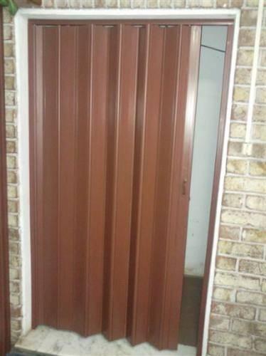 Cortinas de enrollar celosias puertas plegables pvc for Cortinas decorativas para puertas