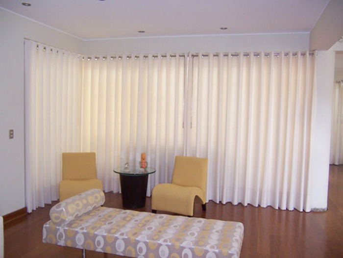 Cortinas blancas modernas perfect decoracion cortinas for Precio cortinas salon