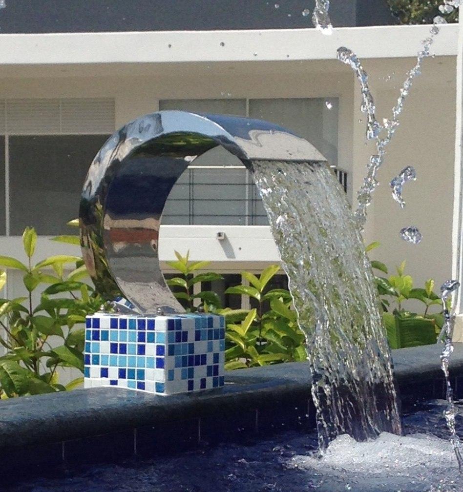 cortinas o cascadas de agua para piscinas