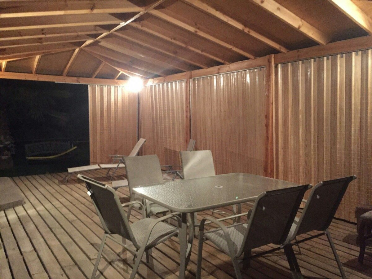 Cortinas panor micas cierres terrazas en madera plegable for Terrazas cerradas con madera
