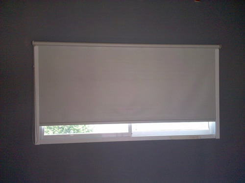 cortinas roller black out con guias laterales 100% oscuridad
