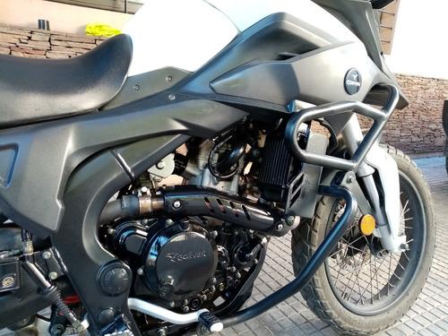 corven triax touring 250 cc, blanca y negra c/ alarma nueva