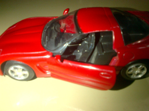 corvette años 2000 a escala 1:32 marca new ray toys