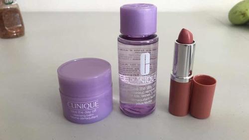 cosmetiquera con producto y cosmeticos sueltos