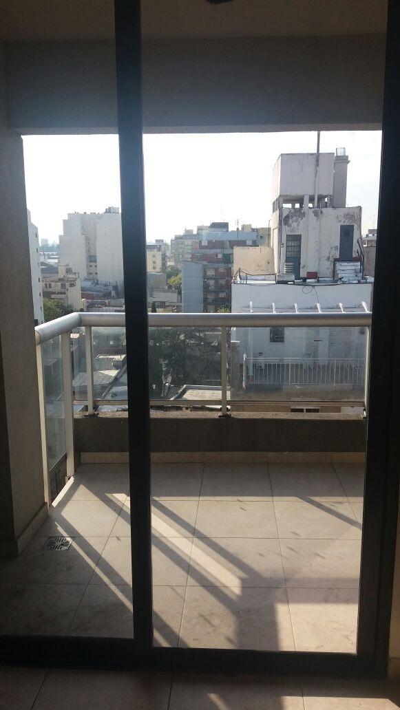 cosquin 77. monoambiente al frente con balcon. venta liniers