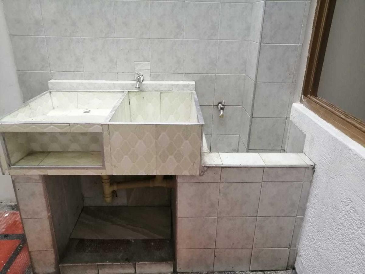costa de 2 baños, 2 habitaciones,local,sala,patio solar.
