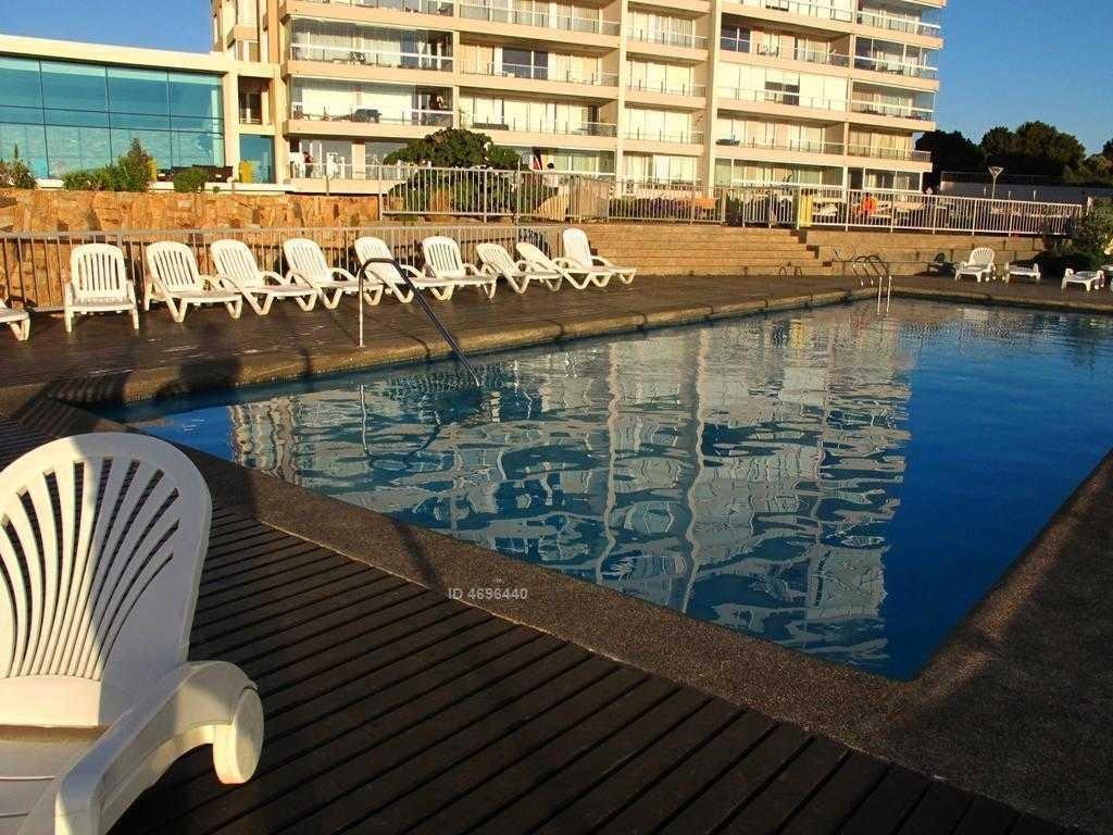 costa de montemar, excelente estado, espectacular vista al mar, 2 estacionamientos.con sala de estar