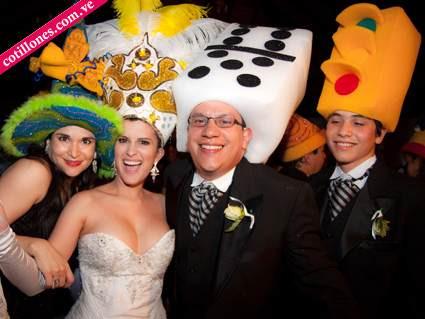 cotillones hora loca, exclusivos sombreros, tiaras de novia