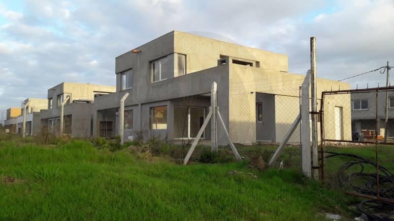 countries y barrios cerrados venta casas de santa maría
