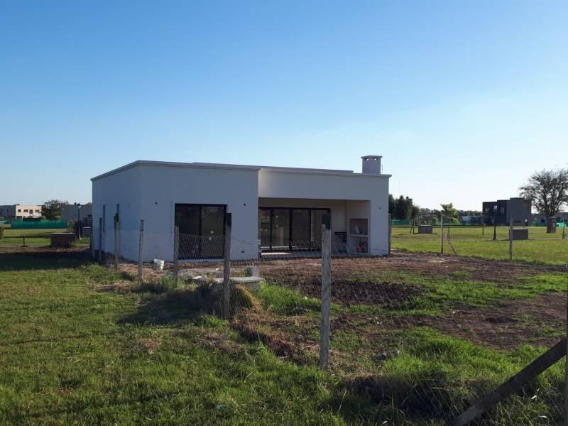 countries y barrios cerrados venta pilar del este san ramiro