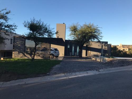 country 5 lomas  casa en venta  excelente vista