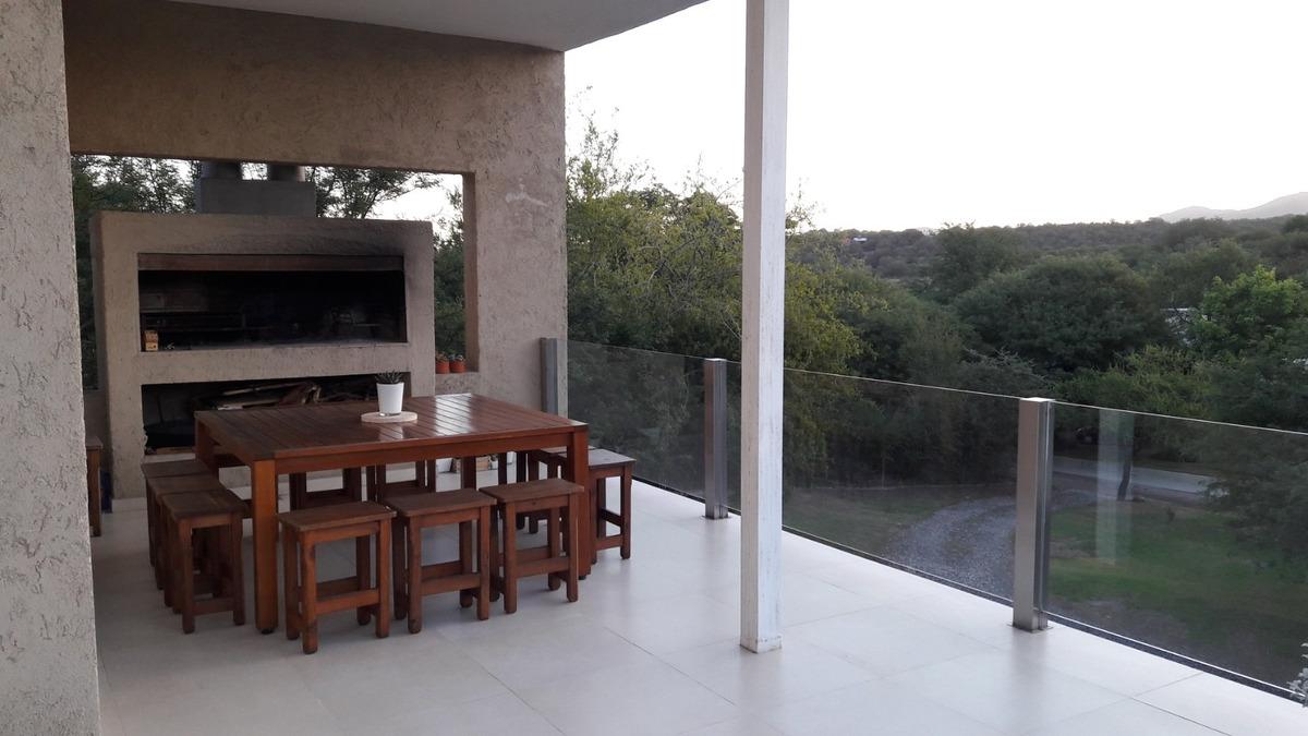 country cuatro hojas - excelente casa minimalista