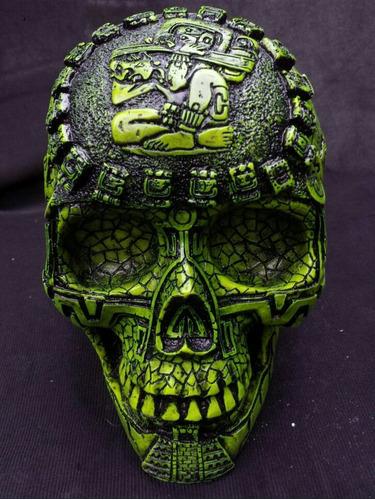 cráneo maya , calendario maya antiguo , craneo azteca.