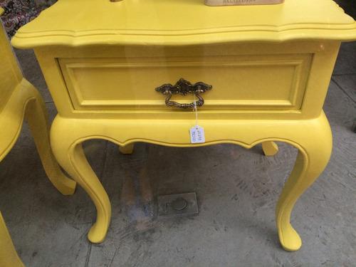 criado mudo chippendale amarelo