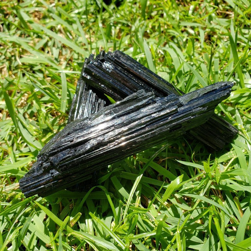 cristal - pedra bruta - turmalina negra afasta mau-olhado