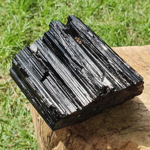 cristal - pedra bruta - turmalina negra - autoproteção