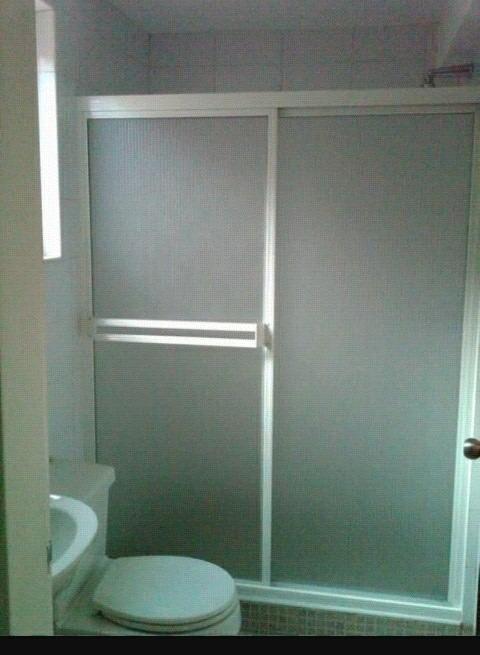 Cristaleria ventanas puertas de ba o y fachadas bs 10 for Puertas para fachadas