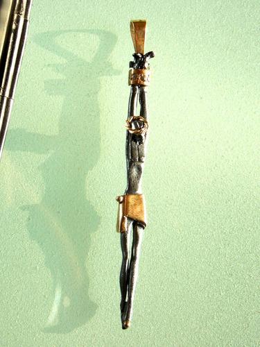 cristo estilizado en plata pavonada  con oro de 14k fn4
