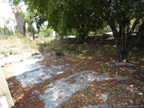 (crm-1404-1367)  terreno de 1,950 m2 junto a colegio escolar en calle principal en la c