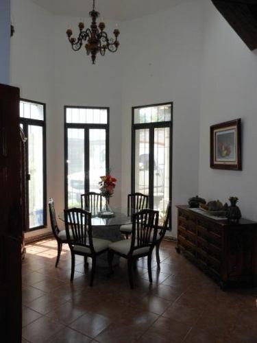 (crm-1404-271)  casa de un nivel con 4 recámaras, amplio jardin, terraza equipada, alberca