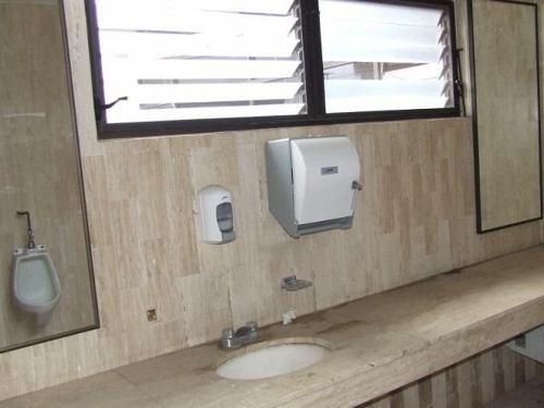 (crm-1404-2770)  ideal para oficinas !!! céntrico y con amplio estacionamiento !! clave