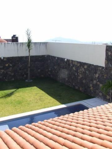 (crm-1404-339)  moderna casa  disfrute del agradable clima cálido todo el año !!! jardín (100 m2) con alberca equipada, terraza..