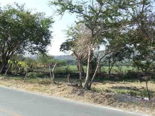 (crm-1404-473)  terreno escriturado sobre carretera, cuenta con 103.44 metros de frente !! ideal para desarrollo de vivienda!!