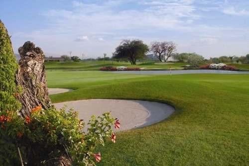 (crm-1404-495)  dentro del exclusivo fraccionamiento con campo de golf!!
