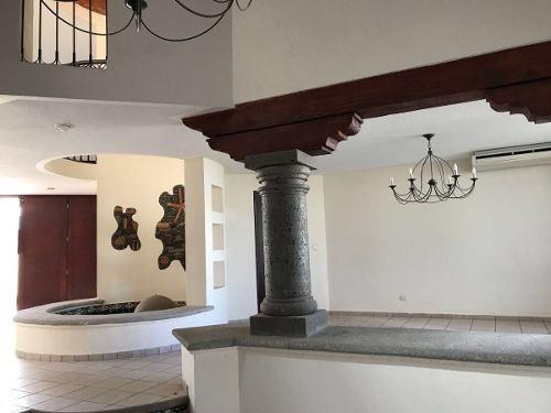 (crm-1621-1474)  casa renta con alberca, estilo mexicano. san fco juriquilla.