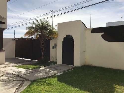 (crm-1621-1530)  kl / casa renta con alberca, estilo mexicano. san fco juriquilla.